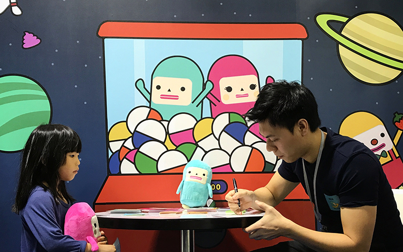 Creator of Capsubeans Ricky Lai signing autographs in Taiwan - Cartoon Character Licensing for Kids